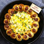 This Chili Party Ring is a great way to show your chili pride at yur next party - it's an appetizer that's like a chili dog but better and easy to make