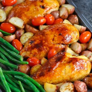 One Pan Baked Chicken With Potatoes, Green Beans and Cherry Tomatoes - Tender and juicy chicken breasts baked with vegetables in a sheet pan. A quick and healthy dinner that's super easy to make. It takes only about 30 minutes. Quick and Easy Dinner, healthy, Sheet Pan recipe.