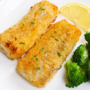 Baked haddock fillets garnished with fresh lemon and served with broccoli