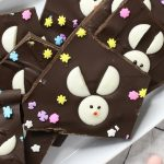 Easter Bunny Chocolate Bark – the best Easter treat recipe that makes a great Easter gift too! All you need is four simple ingredients: baking chocolate, candy melts, decorating gel and sprinkles. It makes a delicious dessert. So yummy! No bake. Vegetarian. | tipbuzz.com