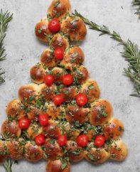 This Cheesy Christmas Tree Pull Aparts recipe is an easy holiday recipe