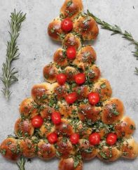 This Cheesy Pull Apart Christmas Tree is a fabulous appetizer for a holiday party