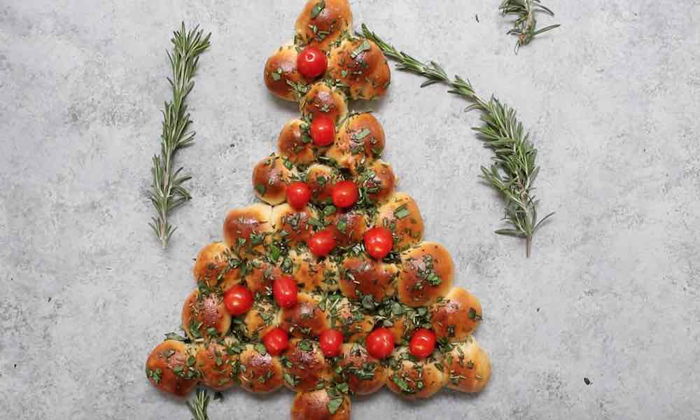 This Christmas Tree Pull Apart Pizza Bread is an easy appetizer perfect for a holiday party