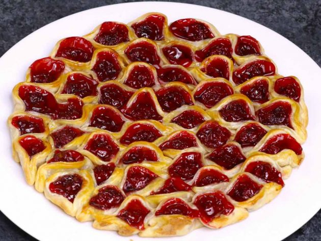 This cherry pie pull apart is a fun new way to eat cherry pie in bite size pieces with your fingers
