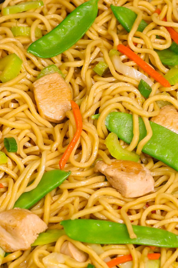 20 minute one pot chicken chow mein recipe tipbuzz chicken chow mein forumfinder Image collections