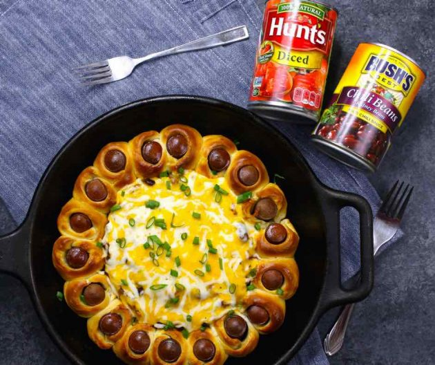 Chili Party Ring - this photo shows this appetizer after being baked in a skillet #AD