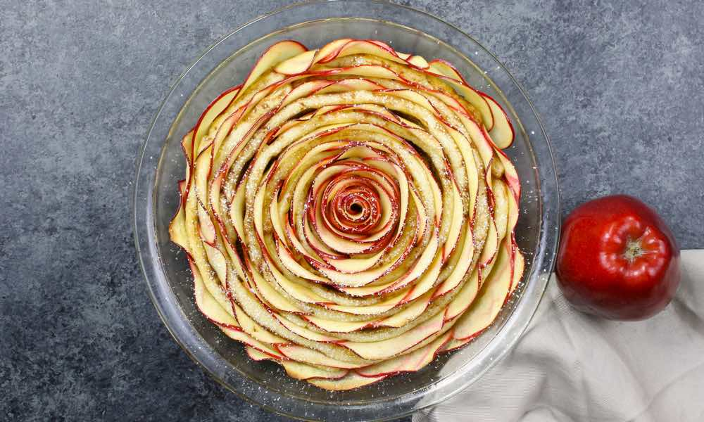 Easy Cinnamon Roll Apple Rose Tart