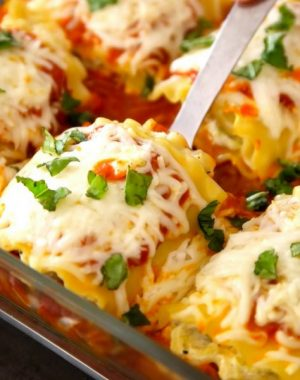 "Easy, cheesy and healthy vegetarian lasagna roll ups – really easy to make and are a ""no-guilt"" way to enjoy the pleasure of lasagna. All you need is a few simple ingredients: lasagna noodles, zucchini, ricotta cheese, parmesan cheese, mozzarella, oil, garlic, egg, marinara and fresh basil for garnish. A perfect healthy dinner for the whole family! Quick and easy dinner recipe, vegetarian, healthy recipe. 