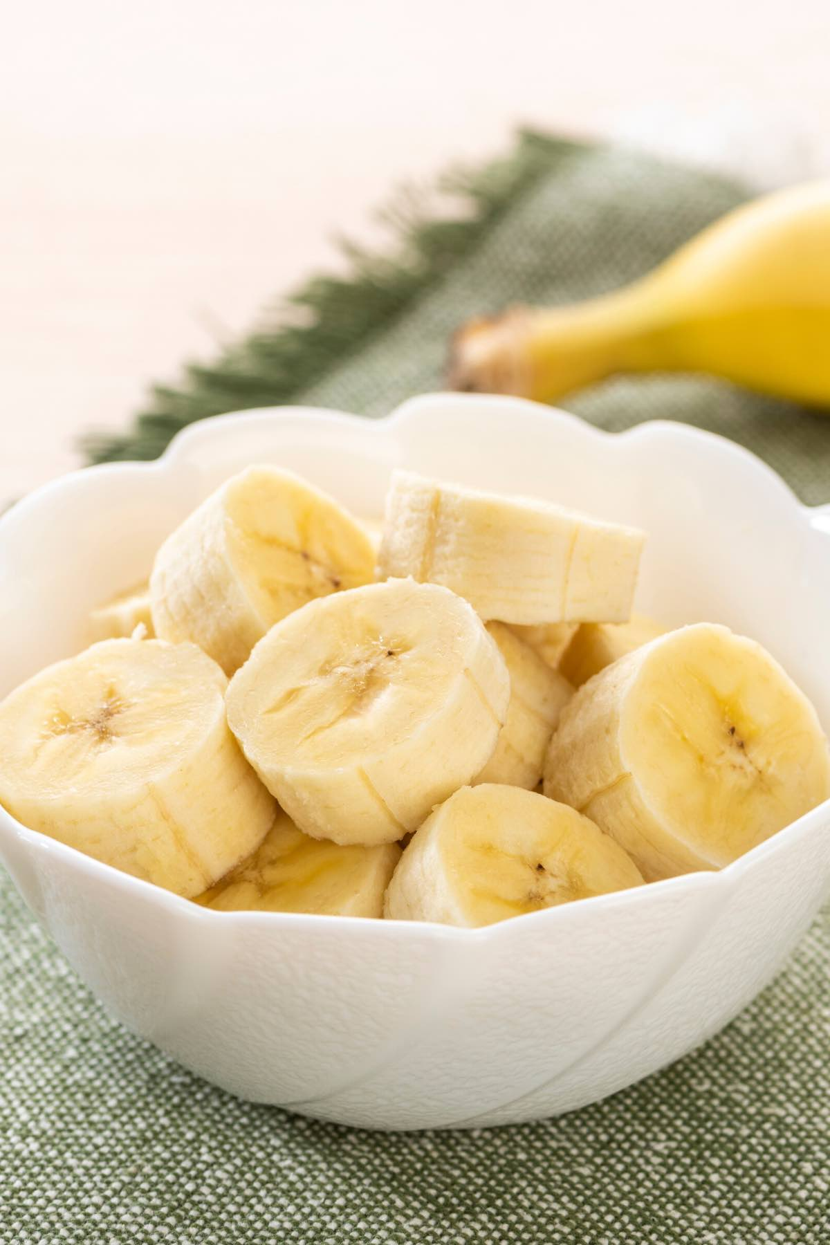 Sliced bananas in a bowl