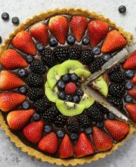No Bake Chocolate Fruit Pizza – simple and decadent fruit tart that's unbelievably beautiful and delicious. It has a graham cracker crust and smooth creamy chocolate filling, topped with fresh fruits. All you need is a few simple ingredients: graham cracker, butter, chocolate, heavy cream and fresh fruits. A simple dessert you whole family will be obsessed with. Perfect for summer parties. Quick and easy, dessert recipe. vegetarian. Video recipe. | tipbuzz.com