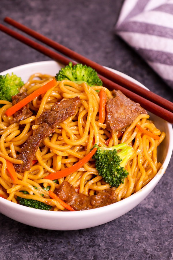 Garlic Beef Lo Mein served in a bowl