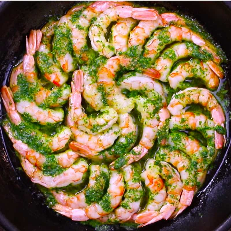This photo shows garlic butter shrimp after cooking in a cast iron skillet