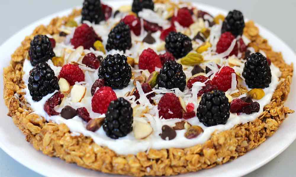 Brighten up your mornings with this healthy & easy Granola Breakfast Pizza
