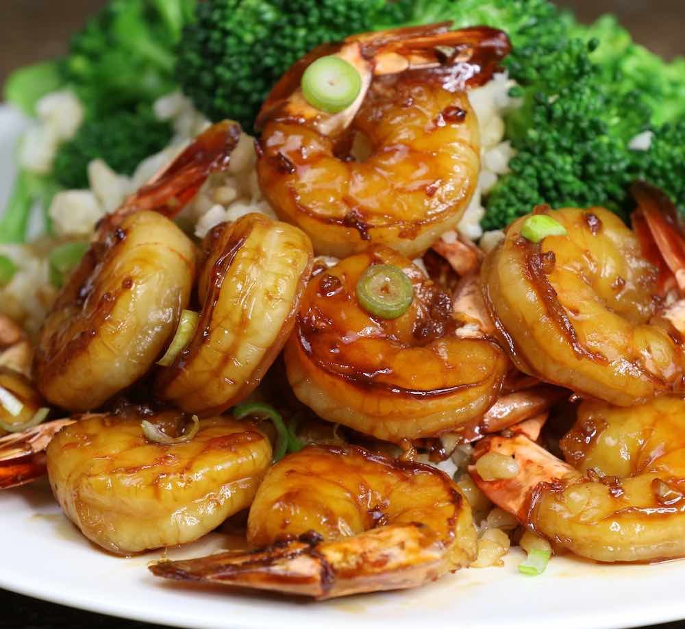 The easiest, most unbelievably delicious Honey Garlic Shrimp. And it'll be on your dinner table in just 15 minutes. Succulent shrimp marinated in honey, garlic, soy sauce and ginger mix, seared in frying pan. Ready in 15 minutes! Quick and easy dinner recipe. Video recipe. | Tipbuzz.com