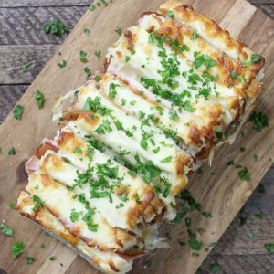 This Ham and Cheese Pull Apart Bread is quite possibly the perfect lunch/brunch recipe and easy to make