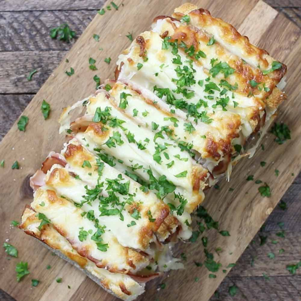 Or Its Midnight And Youve Got The Munchies In A Serious Way At Times Like These Look No Further Than This Ham And Cheese Pizza Pull Apart Bread Recipe