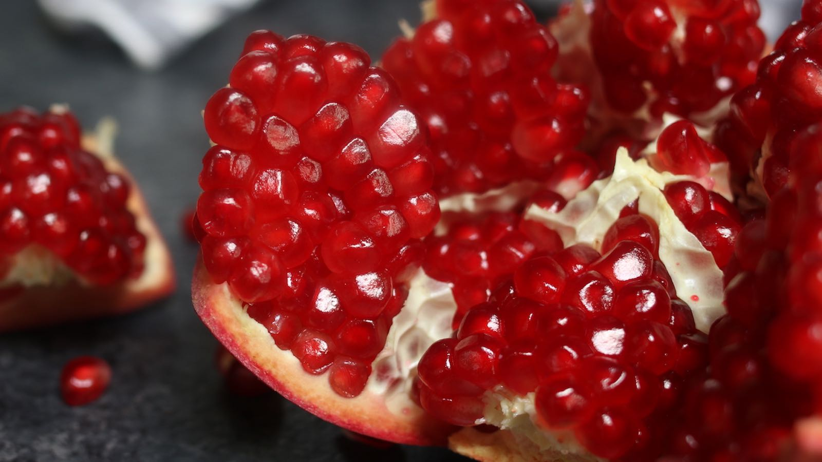 How To Cut And Juice A Pomegranate Health Benefits Tipbuzz