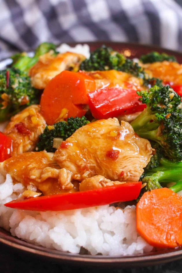 Hunan chicken contains stir-fried vegetables