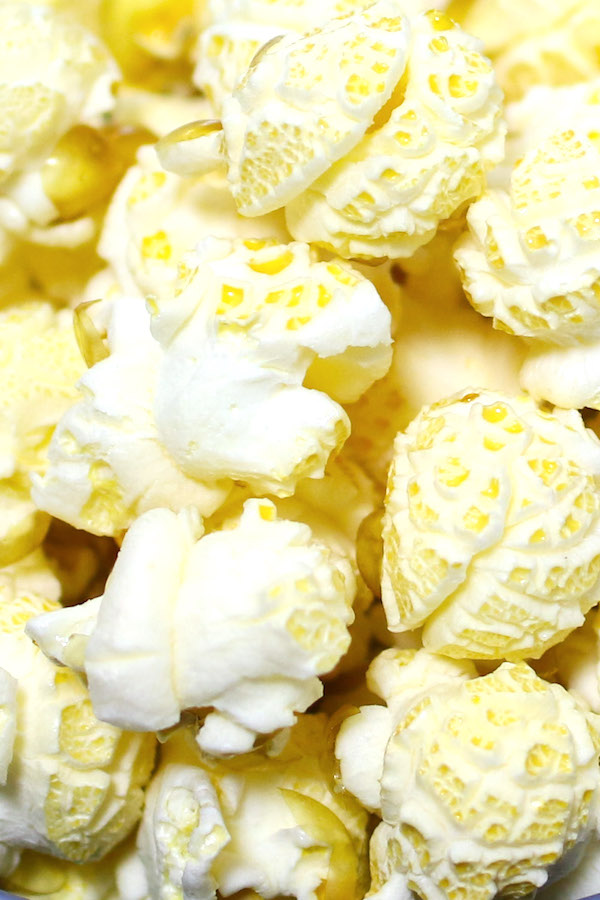 Closeup of kettle corn showing the round shape of the popped kernels and the golden color