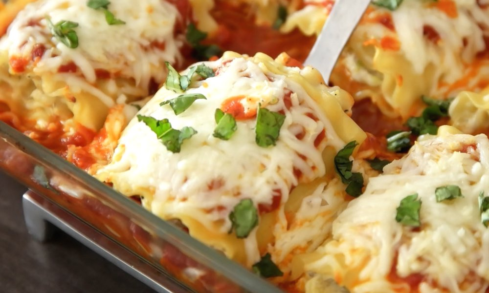 "Easy, cheesy and healthy lasagna roll ups – really easy to make and are a ""no-guilt"" way to enjoy the pleasure of lasagna. All you need is a few simple ingredients: lasagna noodles, zucchini, ricotta cheese, parmesan cheese, mozzarella, oil, garlic, egg, marinara and fresh basil for garnish. A perfect healthy dinner for the whole family! Quick and easy dinner recipe, vegetarian, healthy recipe. 