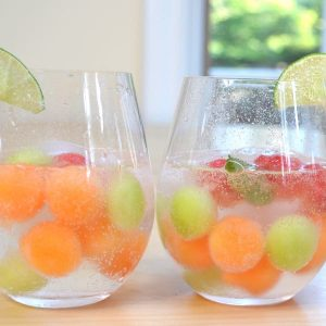 Easy Melon Ball Sangria – Refreshing and delicious melon ball sangria, the most beautiful sangria recipe! All you need is only a few ingredients: watermelon, cantaloupe and honeydew melons, moscato wine, sugar, lime, and sparkling water. Easy drinks recipe. Video recipe.