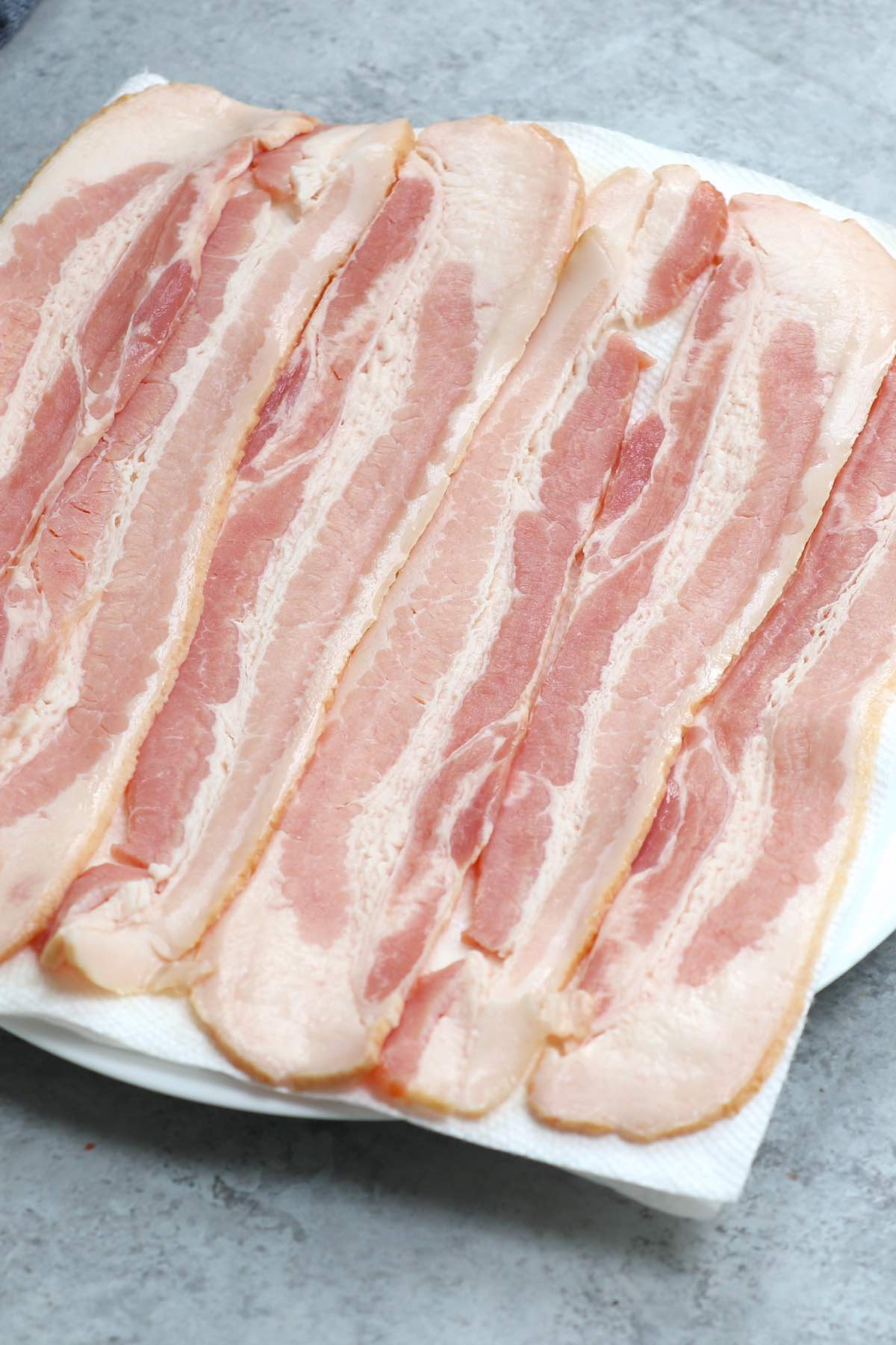 Lay ingthe bacon strips on the paper towels in a single layer with no overlap.