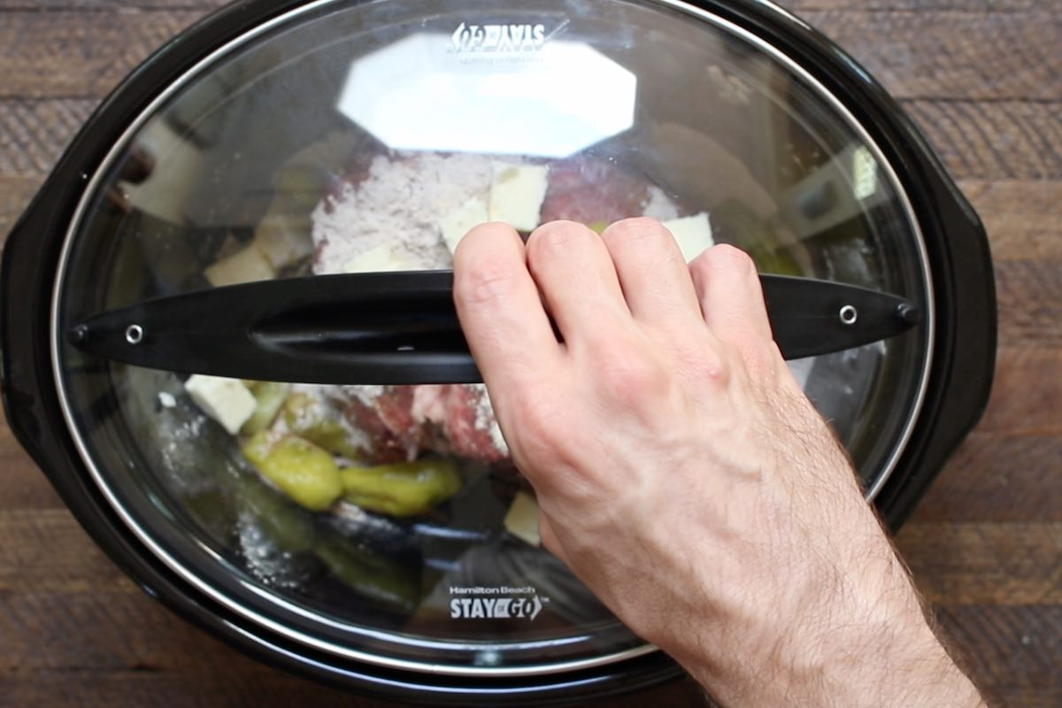 Cover the lid and cook in a slow cooker.