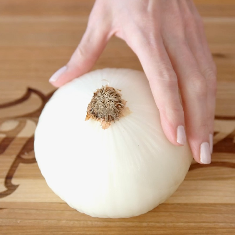 Blooming Onion - this is the white onion to use to make a blooming onion