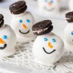 These Oreo Snowman Cookies are so cute and fun to make!