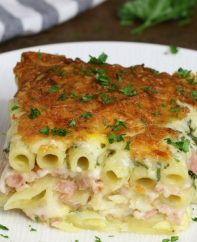 Layered Ham And Cheese Pasta Casserole – creamy and cheesy layered penne pasta, ham and Swiss cheese baked in the heavy cream and eggs mix. Perfect dinner for a hungry crowd! Quick and easy dinner recipe. Video recipe. | Tipbuzz.com