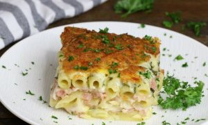 Layered Ham And Cheese Pasta Bake – creamy and cheesy layered penne pasta, ham and Swiss cheese baked in the heavy cream and eggs mix. Perfect dinner for a hungry crowd! Quick and easy dinner recipe. Video recipe. | Tipbuzz.com