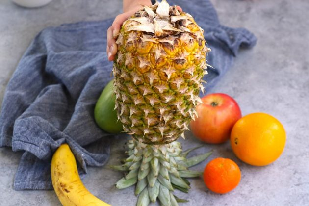 Method 2: Placing a pineapple upside down to make it ripen