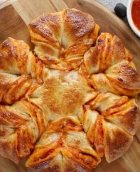 This Pull Apart Pizza Braid is a gorgeous party appetizer with nods to pizza bread, stromboli and the humble calzone