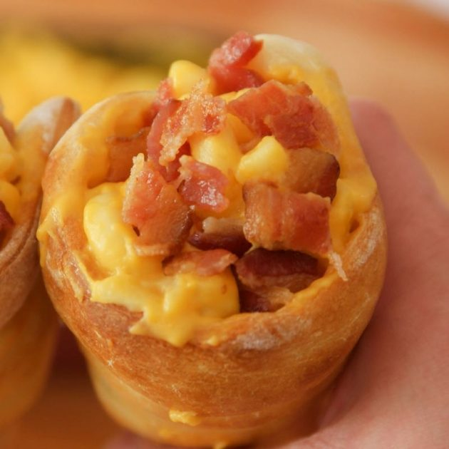 Pizza Bread Cones - this photo shows a closeup of mac and cheese inside a pizza bread cone