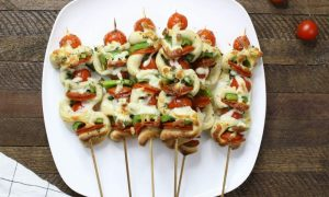 Grilled Pizza Skewers – Looking for a fun change to your family pizza night? This is such an easy and delicious recipe, especially for the BBQ season! All you need is some simple ingredients: pizza dough, pepperoni, bell pepper, cherry tomatoes, basil, Italian seasoning, olive oil and shredded mozzarella cheese. So Good! Perfect for backyard parties, holiday brunches. Father's Day recipe. Pizza Kebab or Pizza Kabob recipe. Quick and easy recipe. Video recipe. | Tipbuzz.com