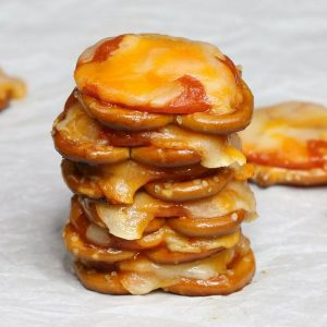 Pizza Pretzels – only 4 ingredients and 10 minutes. Super easy and perfect for an after school snack! All you need is 4 simple ingredients: pretzels, pepperoni, pasta sauce and shredded mozzarella. Quick and easy recipe.