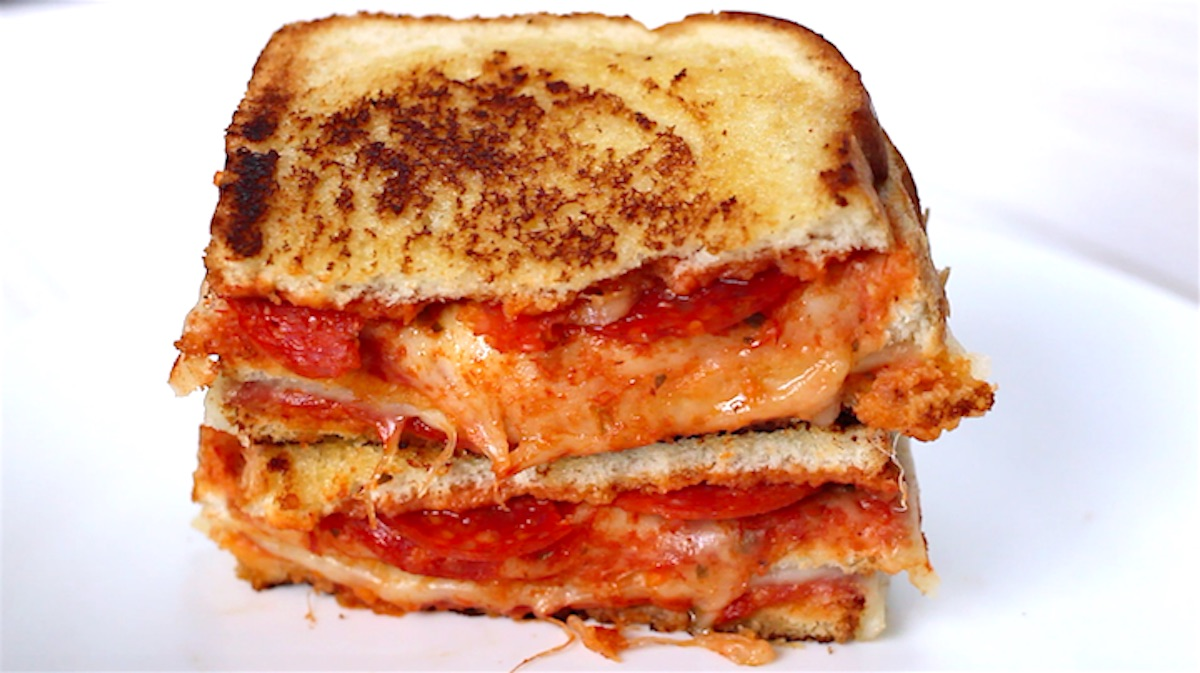 These easy Pizza Sandwiches combine your favorite bread with delicious pizza toppings such as pepperoni and mozzarella cheese, all cooked to golden cheesy perfection. This recipe will take your love for grilled cheese to a new level!