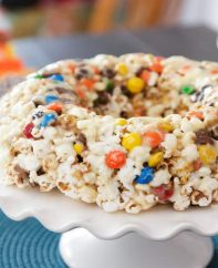 This Popcorn Cake recipe from TipBuzz shows how to make a no-bake cake out of popcorn, marshmallows and candy