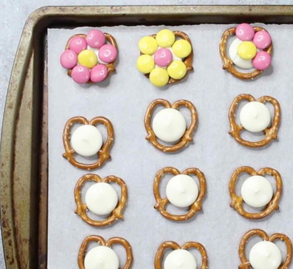 Here's how to assemble pretzel flowers on a baking sheet