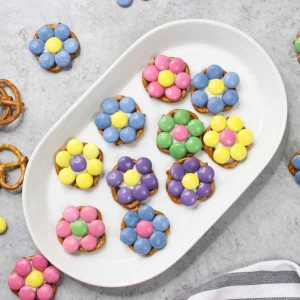 These 3 Ingredient Pretzel Flower Bites are a delicious Easter treat