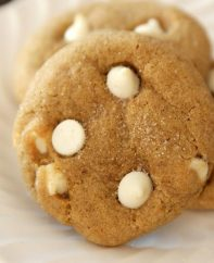 This pumpkin snickerdoodle cookie recipe has delicious white chocolate chips