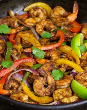 These Shrimp Fajitas are easy to make in just 15 minutes – sizzling, caramelized shrimp cooked with seared bell peppers and onions in flavorful fajita seasonings. It's like restaurant-style fajitas but even better! #shrimpFajitas