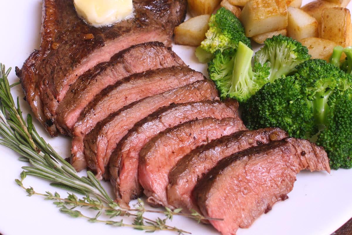 Sirloin Steak With Garlic Butter Pan Seared Tipbuzz