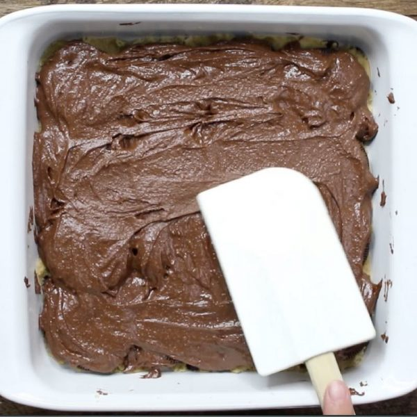 Slutty Brownies - this photo shows how to spread the brownie batter on top of the oreo cookies