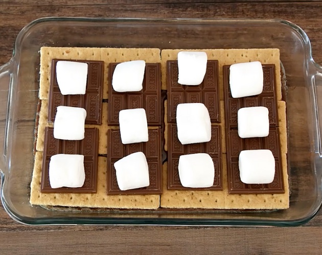S'mores Brownie Recipe with 5 ingredients: brownie batter, graham crackers, chocolate and marshmallows