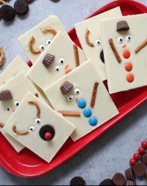 This Snowman Reindeer Chocolate Bark is an easy DIY gift idea for the holidays