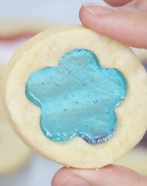 How To Make Stained Glass Cookies – candies melt in the middle of cookies, making beautiful stained glass look! Learn how to make them in this video tutorial. Make your own color and shape combinations! Perfect for holidays, birthdays and gifts. video recipe. |
