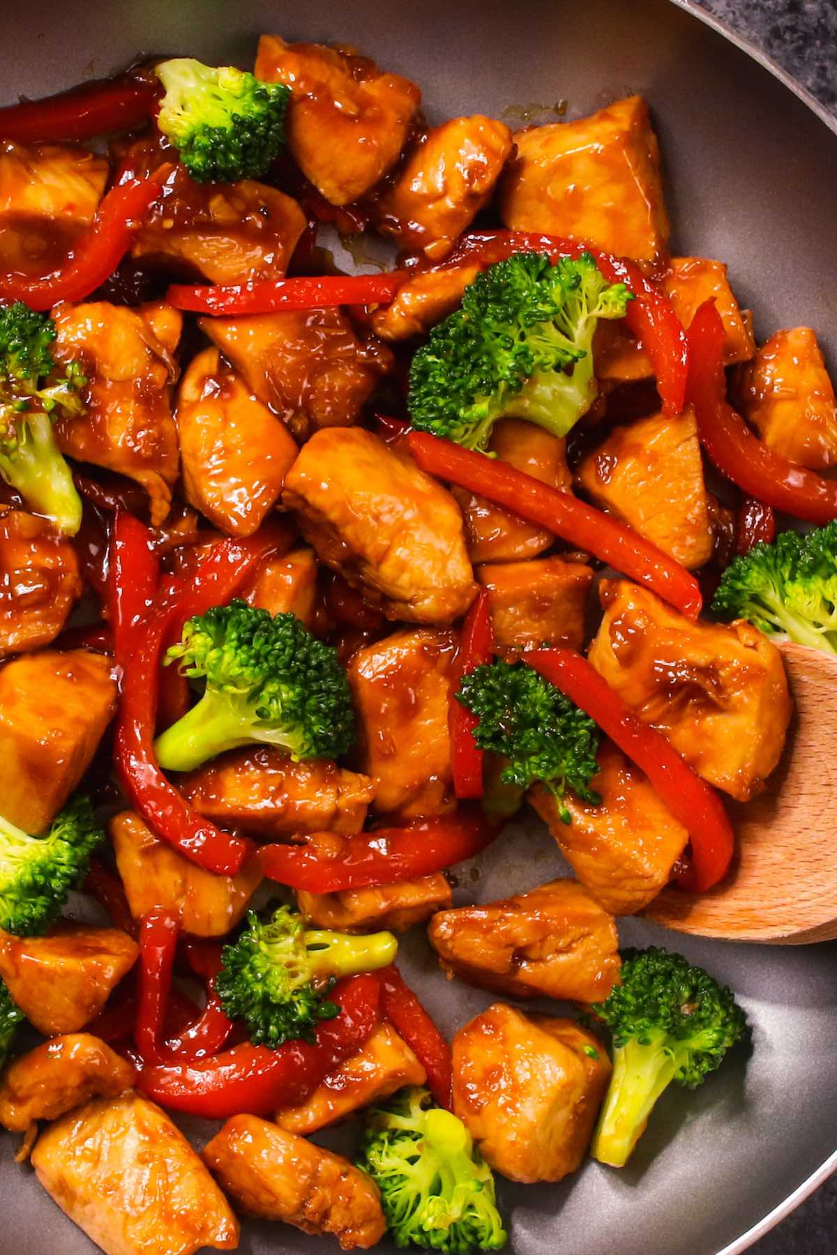 Sticky Honey Garlic Chicken is a simple and fast stir-fry where tender chicken is coated with the 5-ingredient honey garlic sauce. This easy chicken dinner will be on your table in 15 minutes.