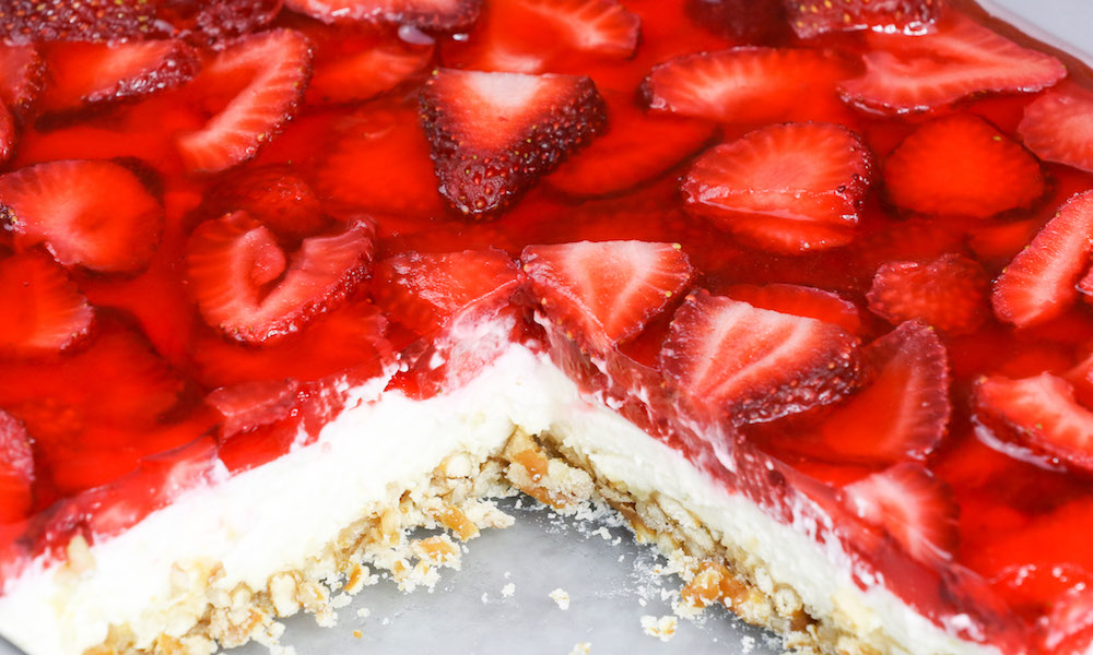 The Best Strawberry Pretzel Salad