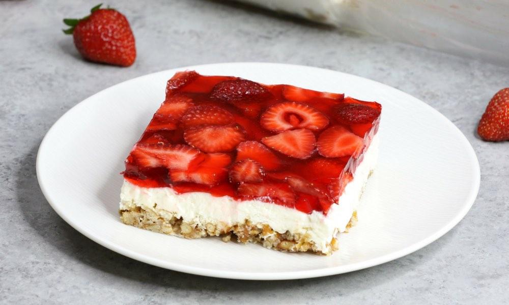 The Best Strawberry Pretzel Salad